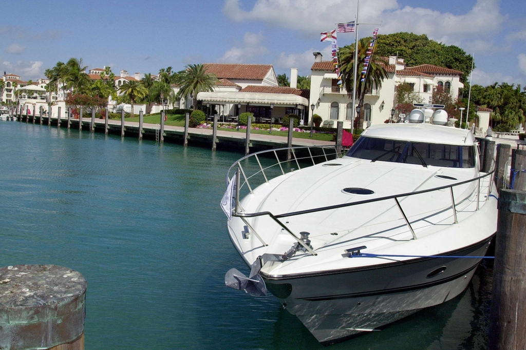 A yacht sits tied up in a slip outside the Vanderbilt Mansion on Fisher Island, an exclusive golf, tennis and spa community located in South Florida, 08 February 2000. Fisher Island is one of the stops on former US President Bill Clinton's list to play golf while in South Florida. AFP PHOTO/RHONA WISE