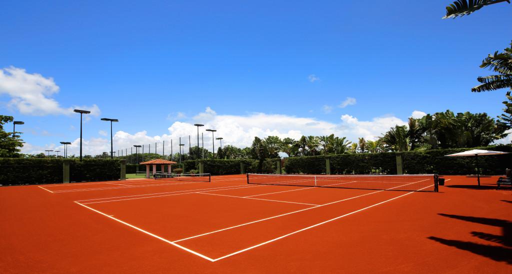 Tennis_Red_Clay_Fisher-Island-Club_Photo-Credit-Daniel-Azoulay-1024x548